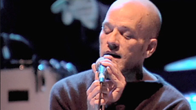 R.E.M. at Shoreline Amphitheatre on Oct 17, 1998