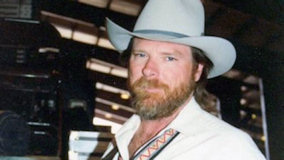 Dan Seals at Knoxville on Mar 16, 1985