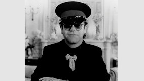 Elton John at Saratoga Performing Arts Center on Jul 25, 1982