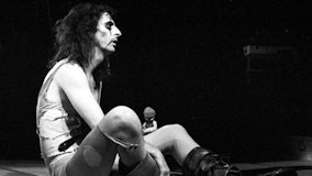 Alice Cooper at Los Angeles Forum on Jun 17, 1975