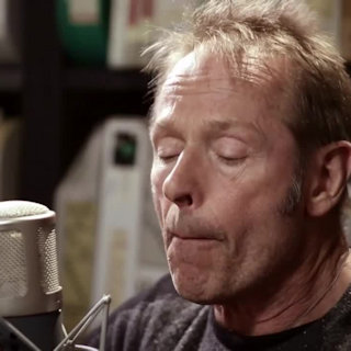 Simon Kirke at Paste Studios on Jan 24, 2017