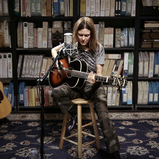 Juliana Hatfield at Paste Studios on Apr 27, 2017