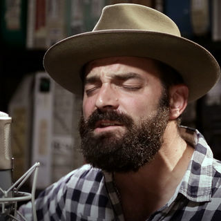 Drew Holcomb at Paste Studios on May 18, 2017
