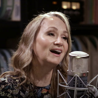 Joan Osborne at Paste Studios on Aug 31, 2017
