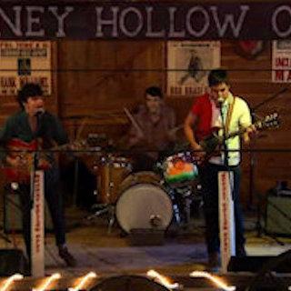 Stranger Waves at Mooney Hollow Saloon Barn on Jul 26, 2009
