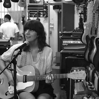Eleanor Friedberger at Midwest Buy N Sell on Jul 21, 2011