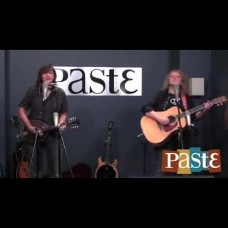 The Indigo Girls at Paste Magazine Offices on Jan 2, 2014