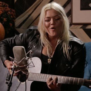 Elle King at Living Room on Oct 22, 2014