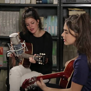 Hinds at Paste Studios on Jan 6, 2016