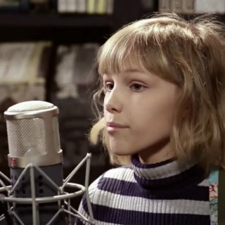 Grace VanderWaal at Paste Studios on Jan 23, 2017