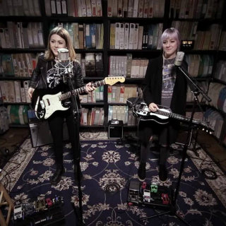 Larkin Poe at Paste Studios on Nov 10, 2017