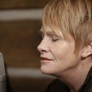 Shawn Colvin at Paste Studios on Feb 22, 2018