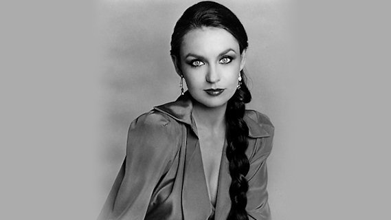 Crystal Gayle concert at Uptown Theatre on Nov 21, 1980