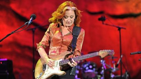 Bonnie Raitt's Blues and Folk Blend