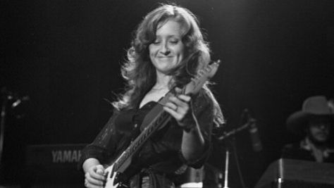 Bonnie Raitt, from Folk to Blues