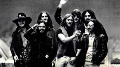 Rock: The Flock Opens for Jail-Bound Grateful Dead