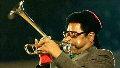 Dizzy Gillespie Stretches at the Fillmore