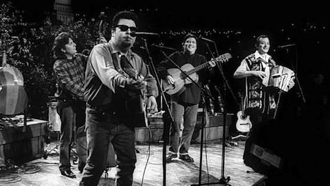 Rock: Los Lobos' Rootsy Mix