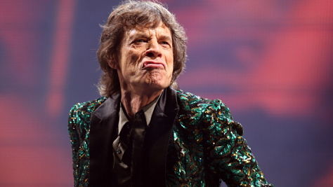 Rock: Mick Jagger Flies Solo in Osaka