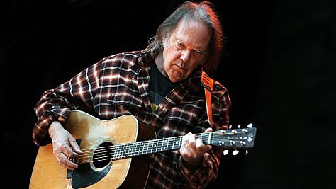 Neil Young Flies Solo