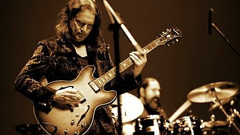 Robben Ford Cuts Loose in Osaka