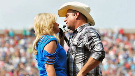 Country: Trisha Yearwood & Garth Brooks in '98