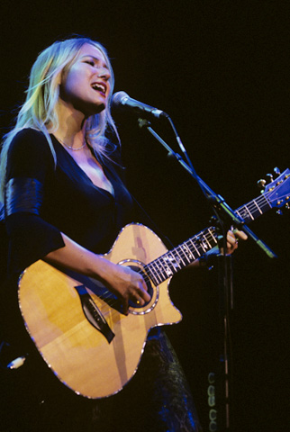 Jewel BG Archives Print from Shoreline Amphitheatre on 29 Jun 99: 11x14 C-Print