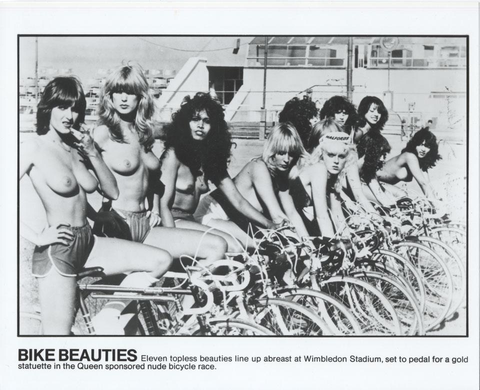 girls titty rubbing nude