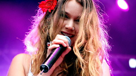 Rock: Joss Stone Flirts With Reggae